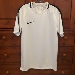 Men NIKE dri-fit size Medium